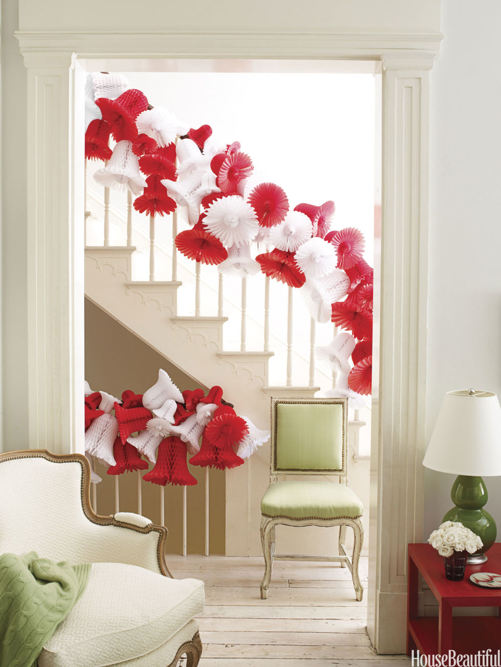 40 gorgeous christmas banister decorating ideas for Beautiful christmas decorating ideas