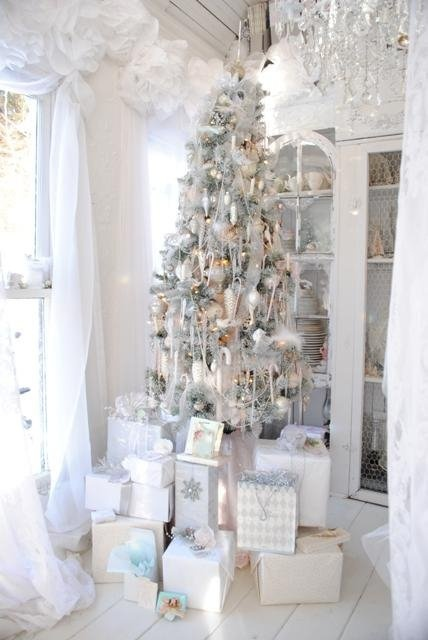 source - Silver And White Christmas Tree Decorations