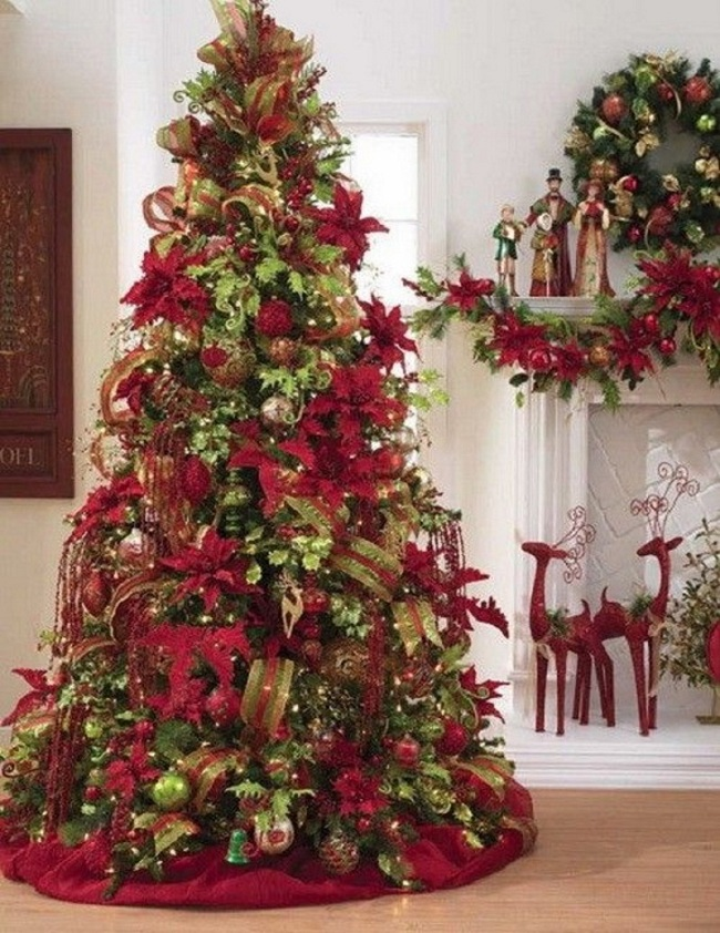 Conventional-Red-and-Golden-Bells-christmas-tree
