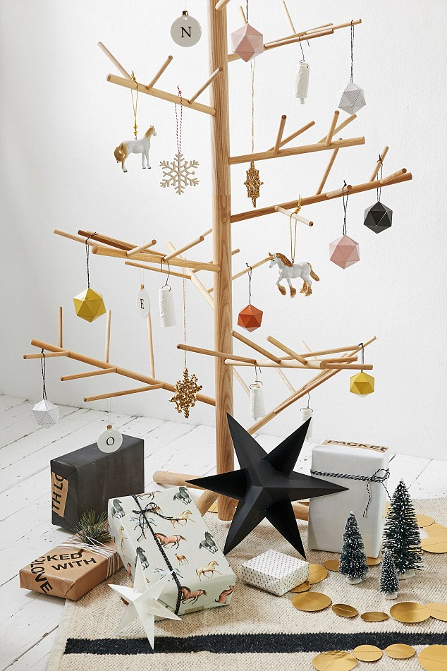 one of the very unique decorations on your already amazing wooden christmas tree is the skill of origami make all you ornaments out of paper like the star - Wood Christmas Tree