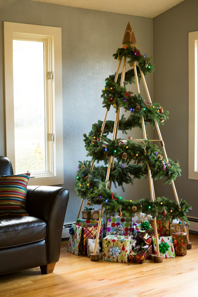 40 Fabulous Wooden Christmas Trees - Christmas Celebrations