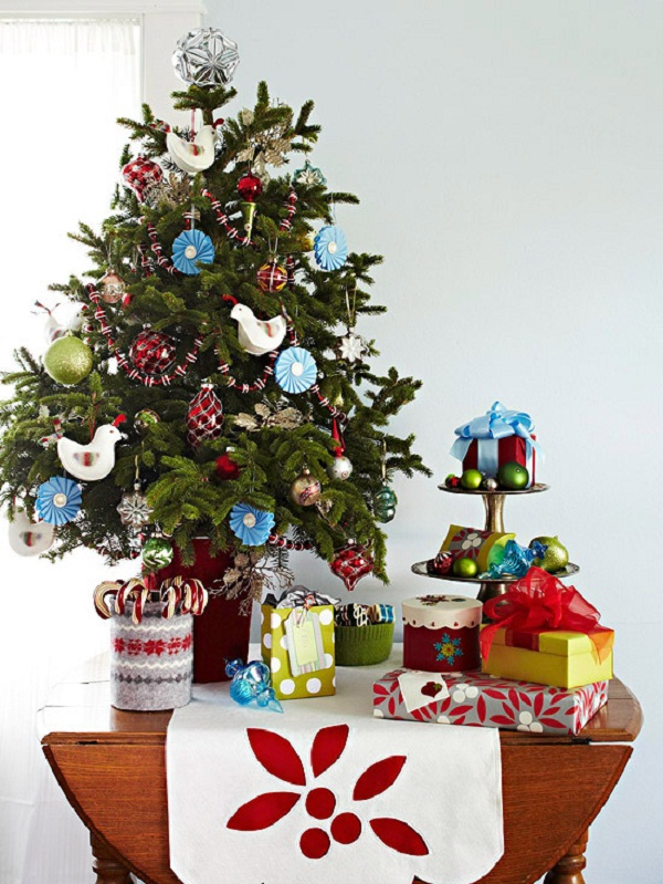 small tree with bird decoration source - Small Christmas Tree Decorating Ideas