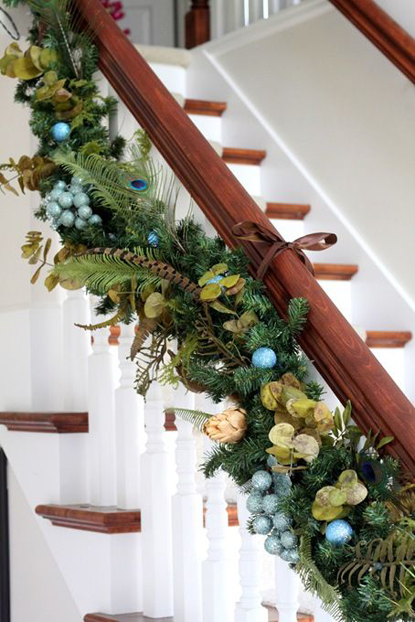 Top staircase garland designs for christmas
