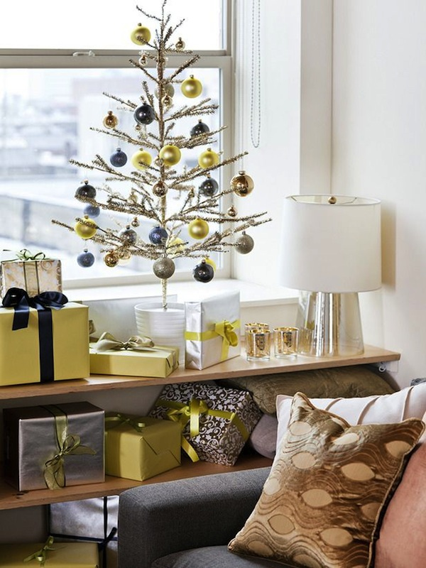 Top minimalist and modern christmas tree decor ideas for Modern christmas decor