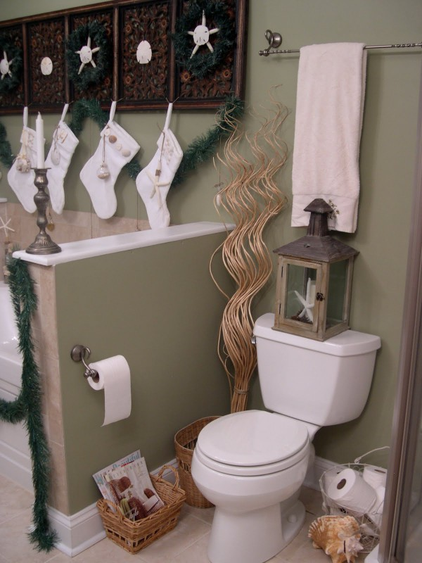 Top 35 christmas bathroom decorations ideas christmas for Bathroom xmas decor