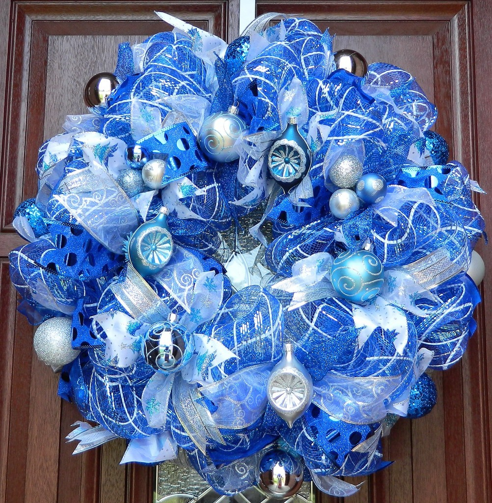 source - Blue White Christmas Decorating Ideas