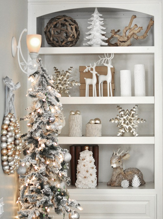 image source - White And Gold Christmas Tree Decorations