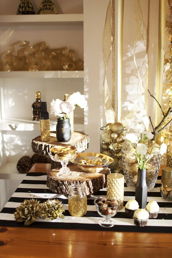top 40 elegant black and gold christmas decoration ideas christmas celebration all about. Black Bedroom Furniture Sets. Home Design Ideas