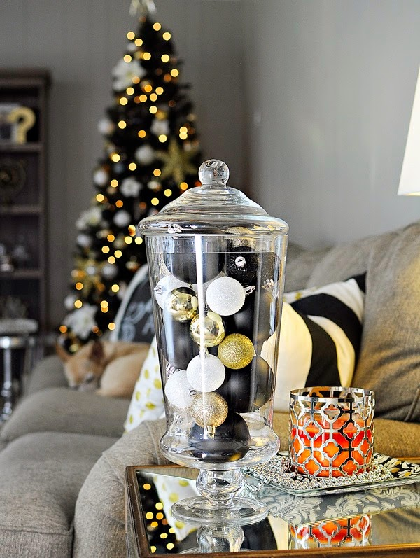 Top 40 elegant black and gold christmas decoration ideas christmas celebration all about for Silver ornaments for living room