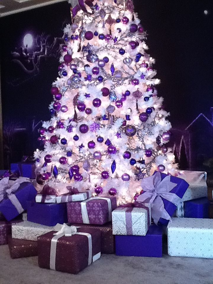 a gorgeous purple tree source - Purple Christmas Decorations Ideas
