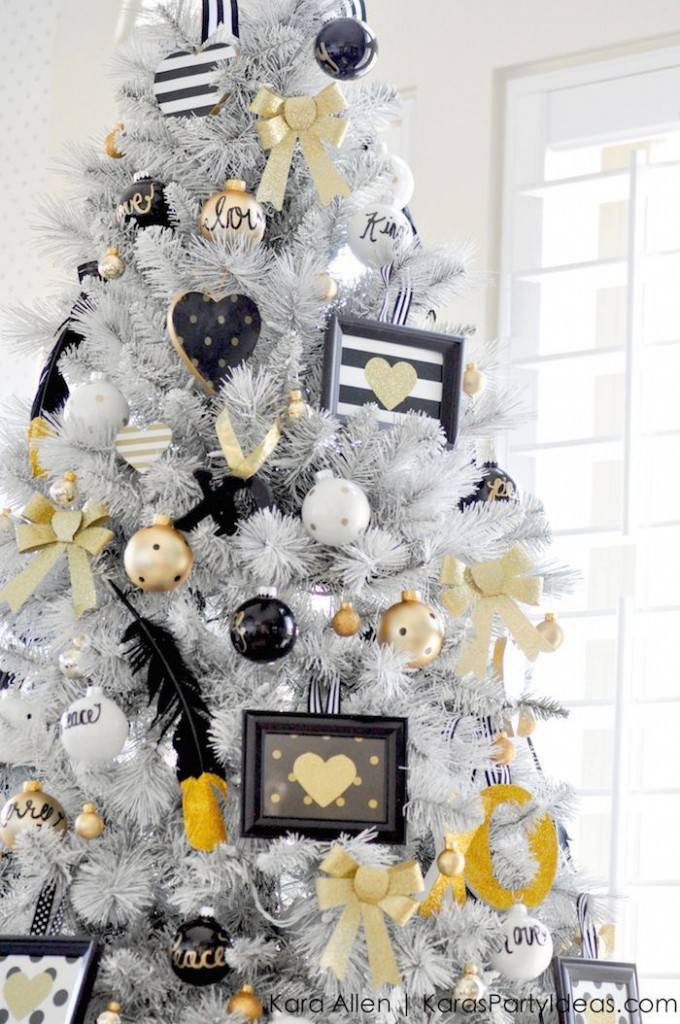 source - Black And Gold Christmas Decorations