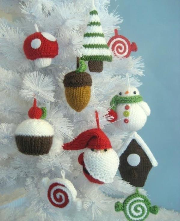 Knitted Xmas Tree Decorations Patterns : Top 40 Cozy Knitted Christmas Decorations - Christmas Celebrations