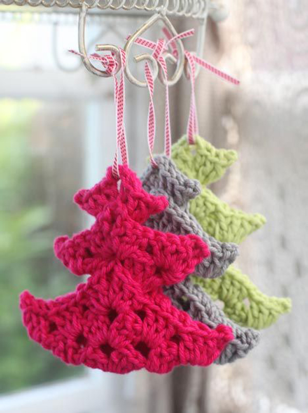 Source Source. These Knitted Small Christmas Trees ...