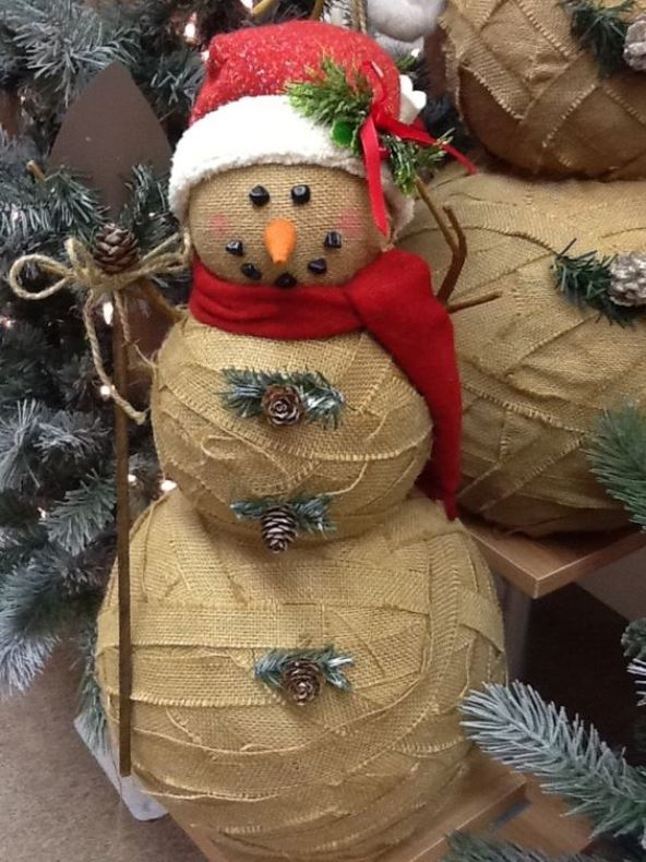 Top 40 fun snowman christmas decorations for your home for Snowman made out of burlap