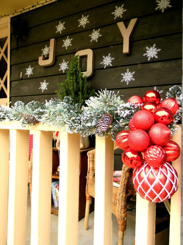 rustic balcony decoration source - Apartment Balcony Christmas Decorating Ideas