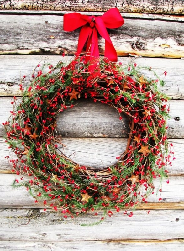 rustic christmas wreath for outdoors source - Rustic Christmas Decorations