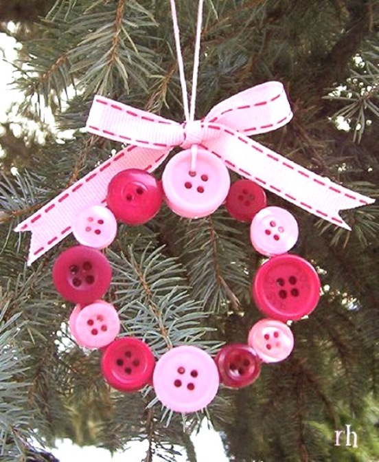 beaded button wreath ornament source - Cute Diy Christmas Decorations