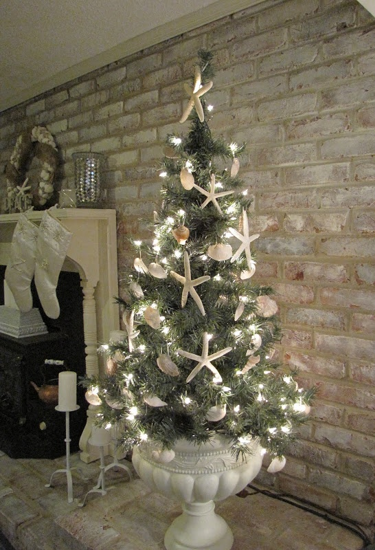 source - Beach Christmas Decorating Ideas