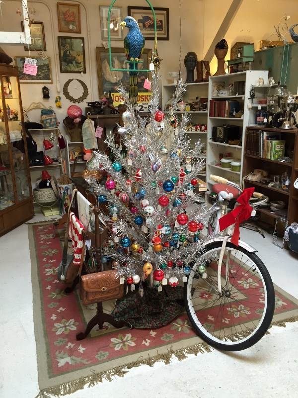 vintage aluminium christmas tree source - Retro Christmas Trees