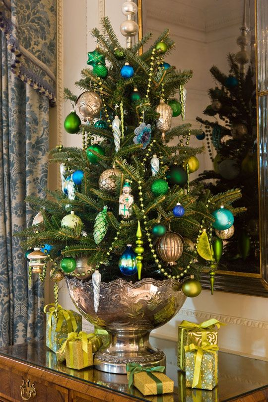 source source this tabletop tree is decorated - Small Christmas Tree Decorating Ideas