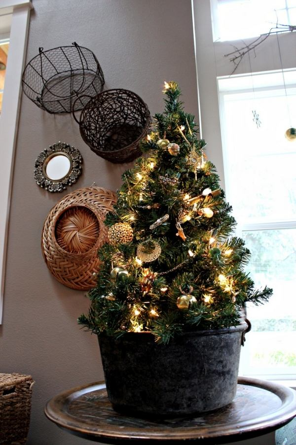 source source this mini christmas tree - Small Christmas Tree Decorating Ideas
