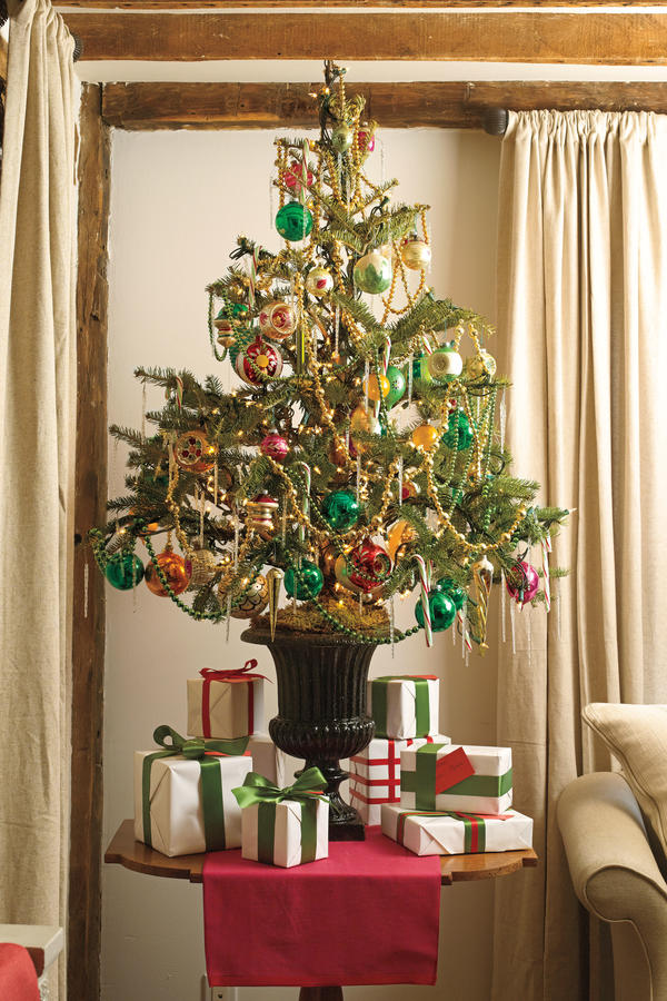 source - Small Christmas Tree Decorating Ideas
