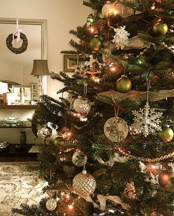Beautifully Decorated Vintage Christmas Tree