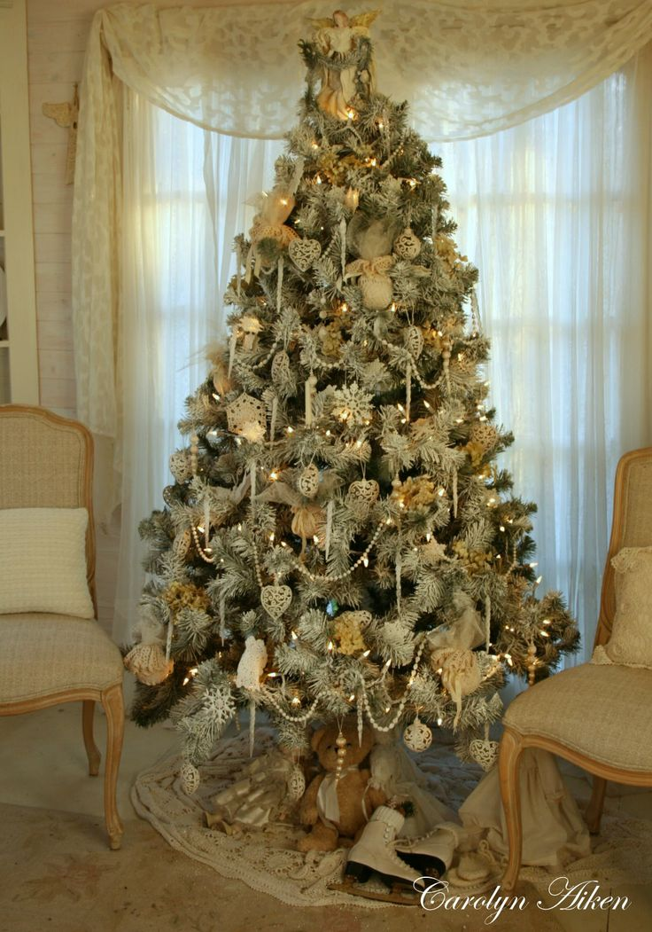 vintage christmas tree - Christmas Tree Decorated With Vintage Ornaments