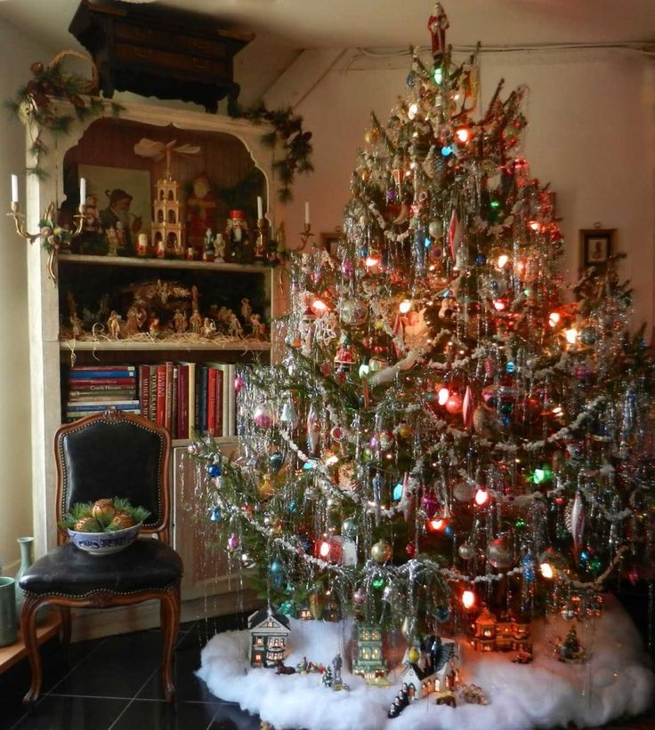 amazing vintage christmas tree - Christmas Tree Decorated With Vintage Ornaments