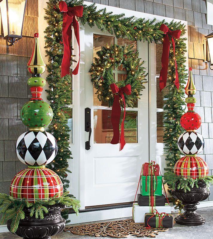 An Oversized Planter: - Larger Than Life Oversized Christmas Decoration Ideas - Christmas