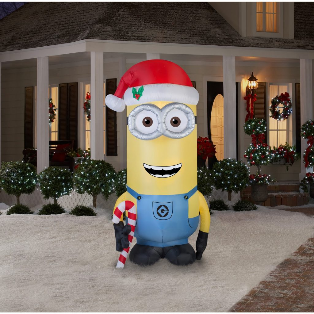 the world has fallen in love with the minions so why not use it in your christmas decorations as well
