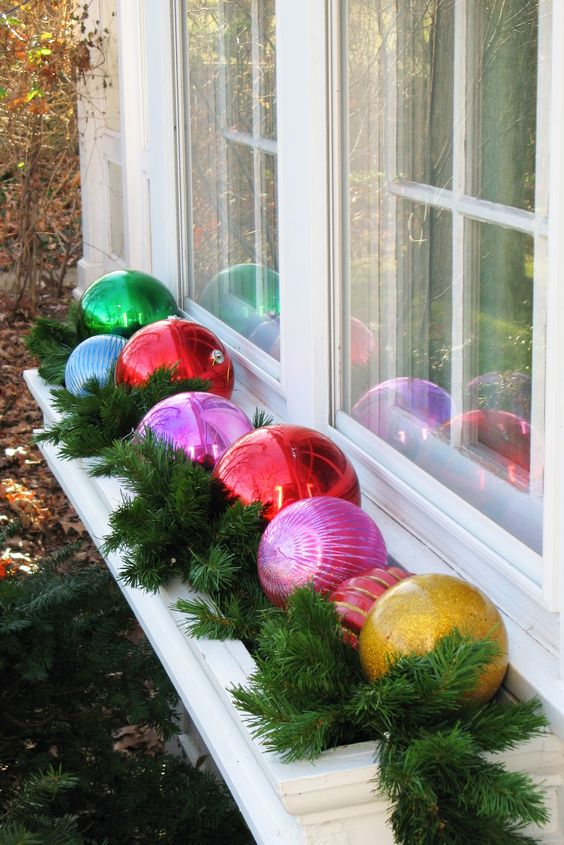 what do you think about the idea of placing oversized ornaments on the window dont you think it will cheer up your outdoor decoration like no other thing
