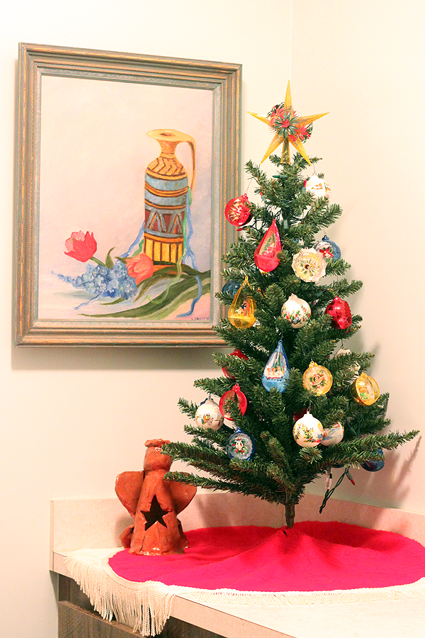 Retro Christmas Party Ideas Part - 47: When Youu0027re Organizing A Retro Themed Christmas Party, You Need To Give  Extreme Thought To The Ornaments You Use For Decoration. The Tree In This  Picture Is ...