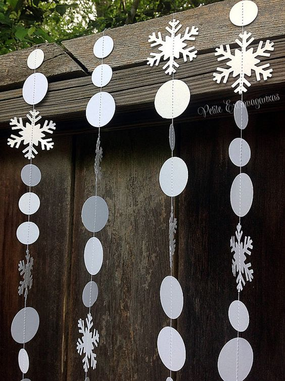 Instead of decorating the outdoors with evergreen garland, you can use snowflake garland for outdoor decoration. With a little bit of imagination, ...