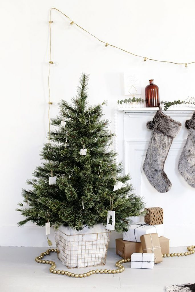 26 extraordinary stand up christmas decoration ideas for Tree stand ideas