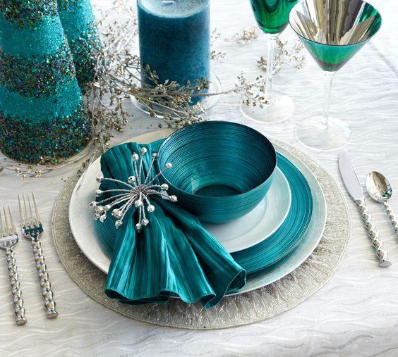 26 Beautiful Teal Christmas Decoration Ideas