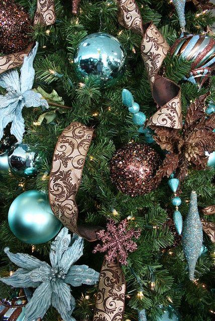26 Beautiful Teal Christmas Decoration Ideas - Christmas ...