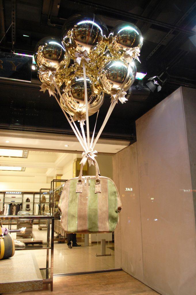 27 Unique Christmas Decoration Ideas For Stores