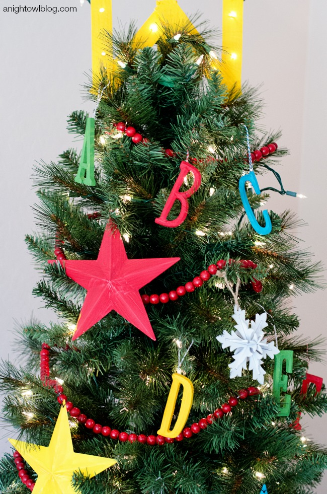 hang cranberry garland - Different Ways To Decorate A Christmas Tree