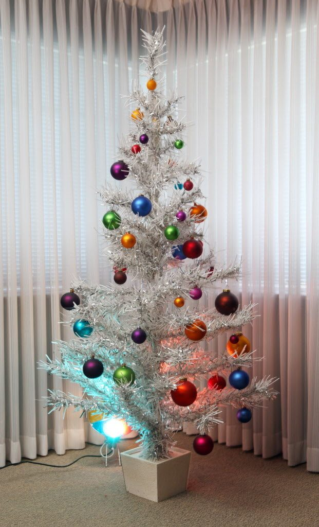 30 Gorgeous Aluminum Christmas Tree Decoration Ideas