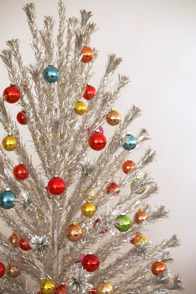 Decorate With Multicolored Ornaments: - 30 Gorgeous Aluminum Christmas Tree Decoration Ideas - Christmas
