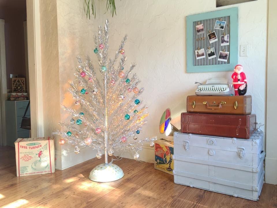 30 Gorgeous Aluminum Christmas Tree Decoration Ideas Christmas