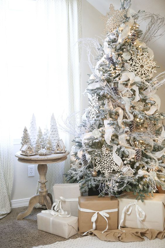 use metallic ornaments - White And Gold Christmas Tree Decorations