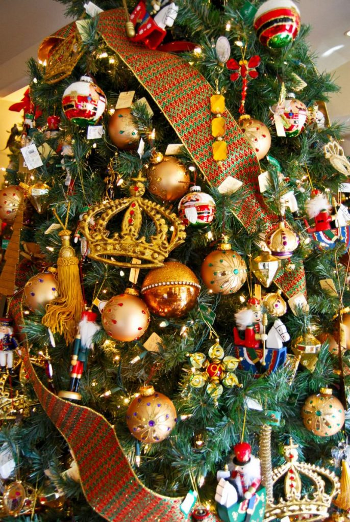 Victorian Christmas Tree Decoration Ideas