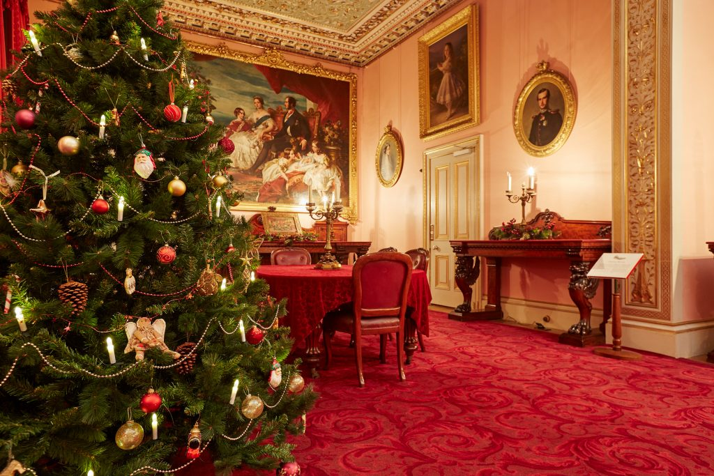 not just the christmas tree but the entire setting is done keeping the victorian era in mind minimal decoration isnt that bad you see