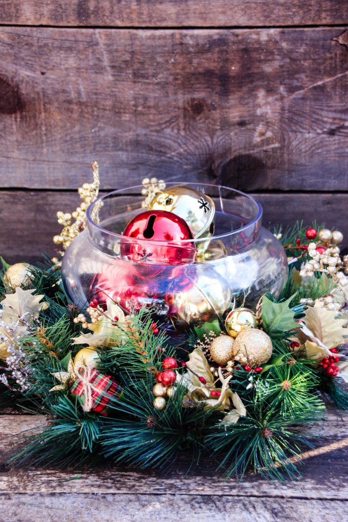 30 inexpensive and cheap christmas centerpiece ideas for Discount christmas decorations