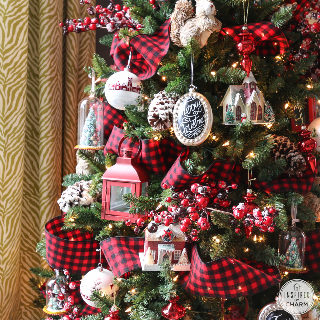 plaid ribbons a christmas tree decorated - Plaid Christmas Tree Decorations