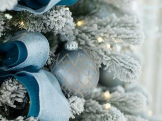 Christmas tree decoration ideas with ribbons