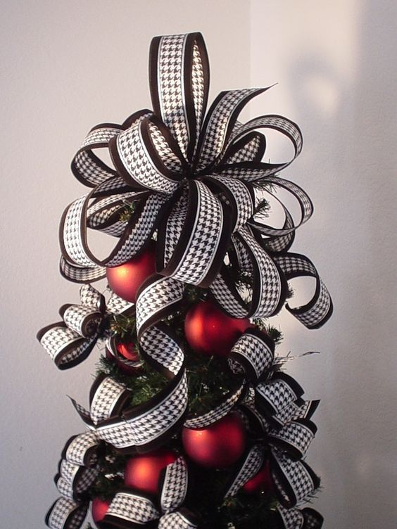 heres another lovely design for tree topper you can consider making this christmas it isnt a simple bow as its made by combining several layers of