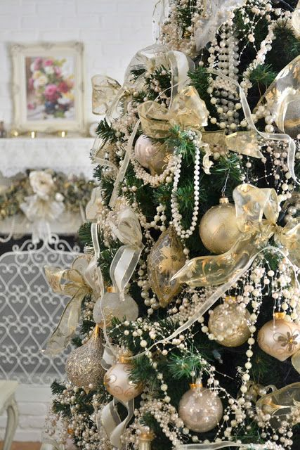 This Stunning Victorian Christmas Tree Is Loaded With Pearl Garlands It S Looking Very Royal Gold Ribbons And Ornaments The Combination Of Green